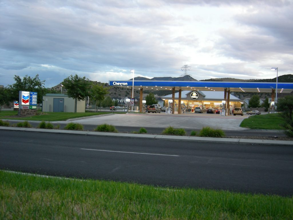 Chevron_Gas_Station_Holiday_Convenience_Store